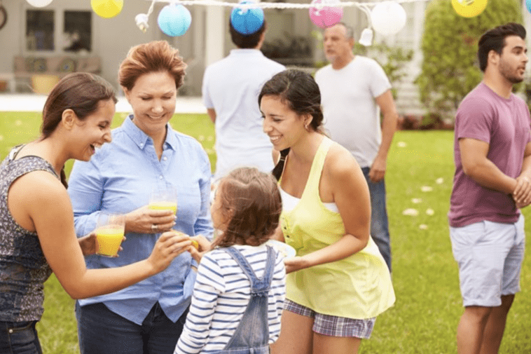7 Ways to Take Family Reunion Pictures to Commemorate Your Event